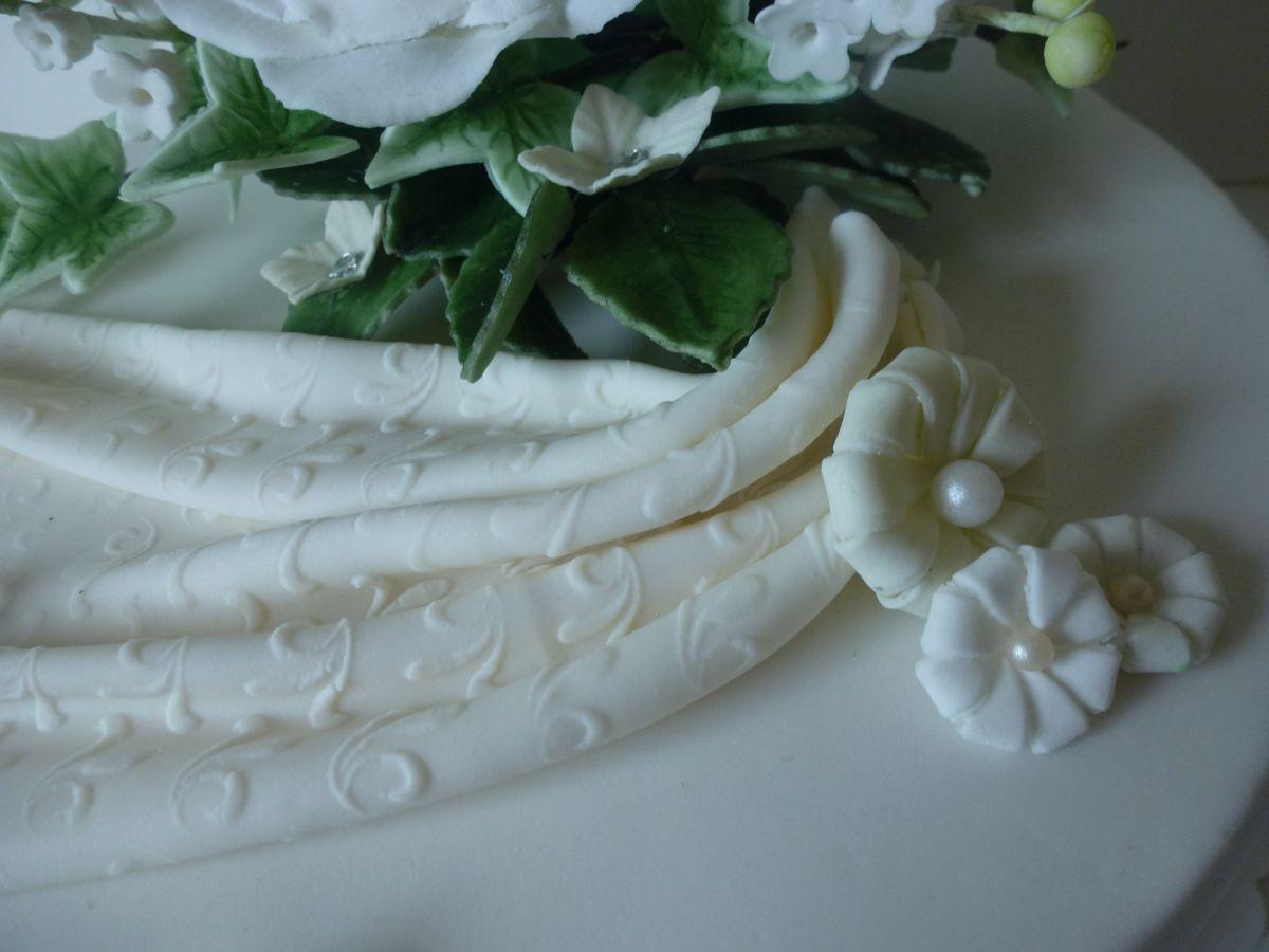 Hochzeitstorte Dreistockig Naked Cake Eistorte Mit Pfirsich